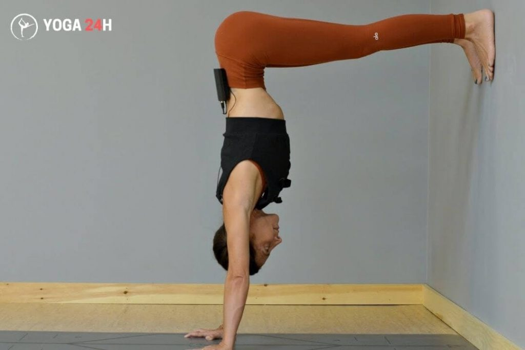 Tư thế chữ L ngược (L shape handstand