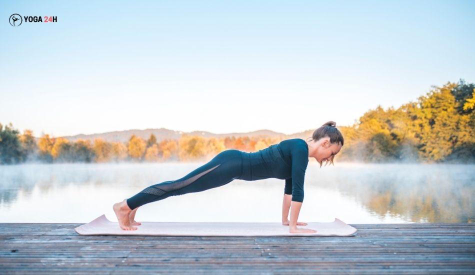 Yoga buổi sáng tư thế plank