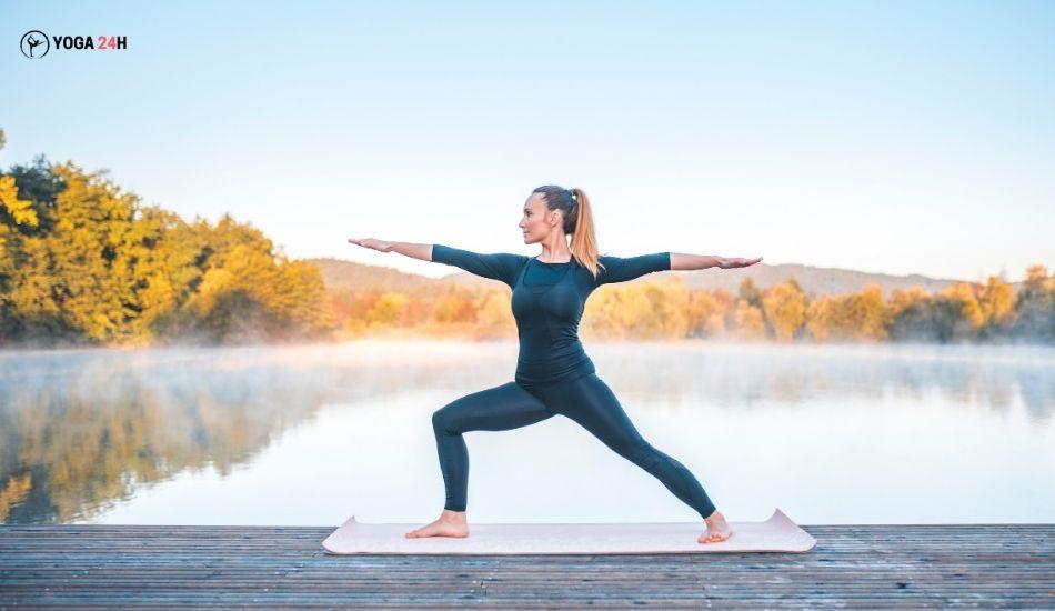 Yoga buổi sáng tư thế chiến binh II phải