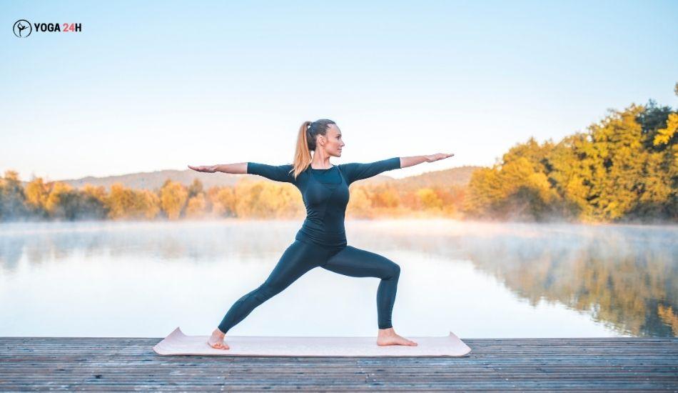Yoga buổi sáng tư thế chiến binh II trái
