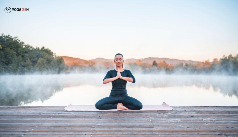 Yoga buổi sáng ngồi thiền