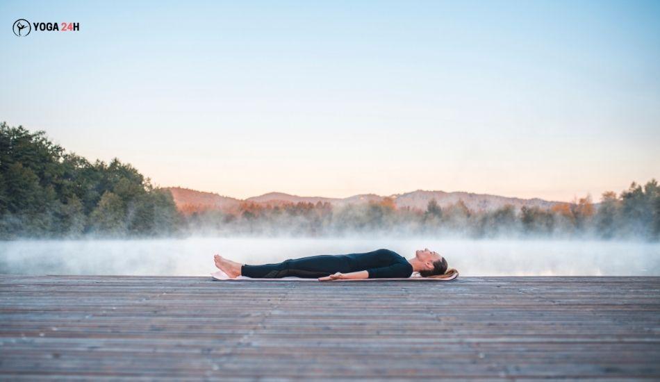 Yoga buổi sáng tư thế xác chết (Corpse Pose)