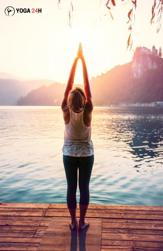 Yoga buổi sáng Upward salute