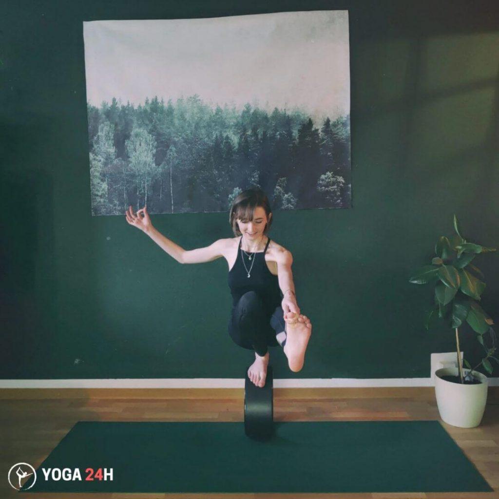 Bài Tập Yoga với vòng Toe Stand