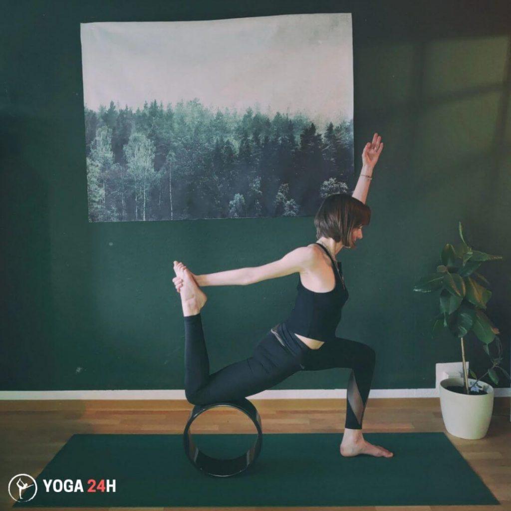 Bài Tập Yoga với vòng căng cơ