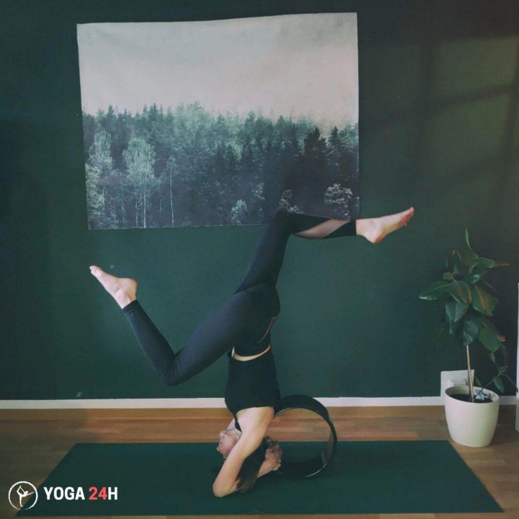 Bài Tập Yoga với vòng trồng chuối
