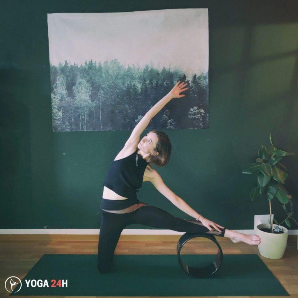 Bài Tập Yoga với vòng tư thế cánh cổng