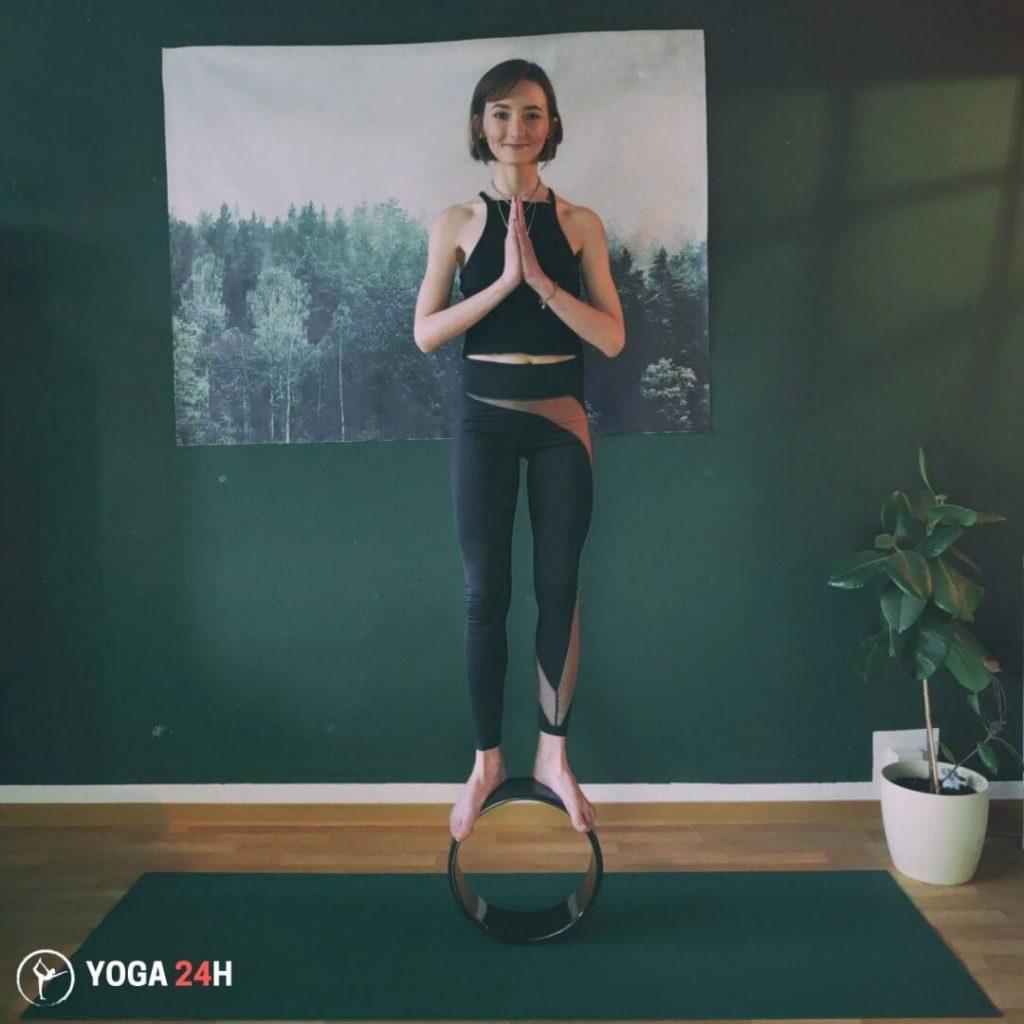 Bài Tập Yoga với vòng Tư thế quả núi