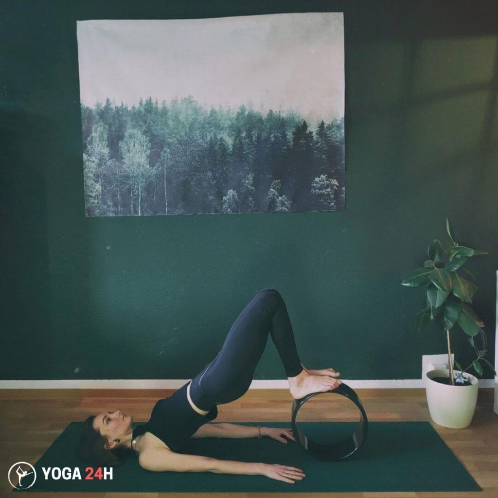 Tập Yoga với vòng Rolling Bridge