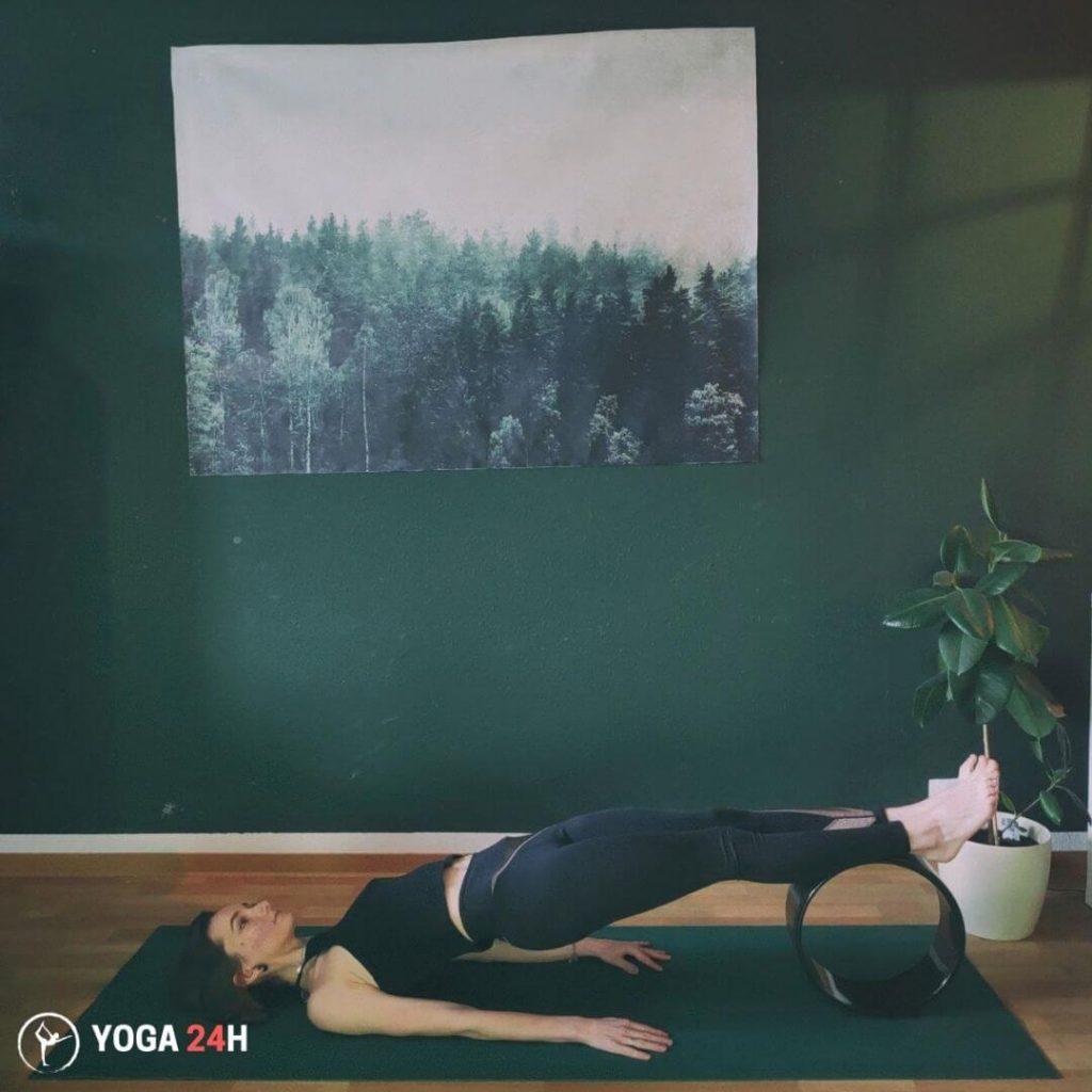 Tập Yoga với vòng Rolling Bridge 2