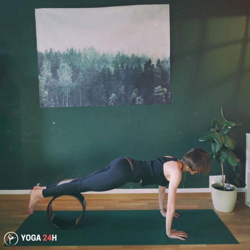 Tập Yoga với vòng Pike
