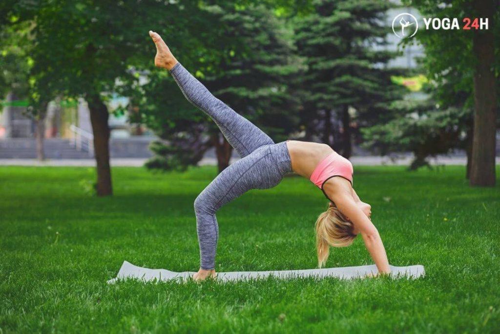 tu-the-banh-xe-yoga-ngoai-vuon
