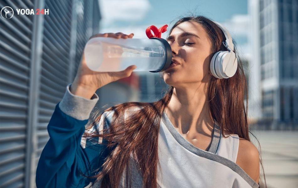 uống nhiều nước tốt cho khuôn mặt