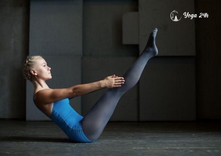 Yoga giảm cân tư thế con thuyền