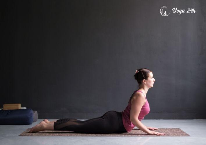 Yoga giảm cân tư thế rắn hổ mang chúa