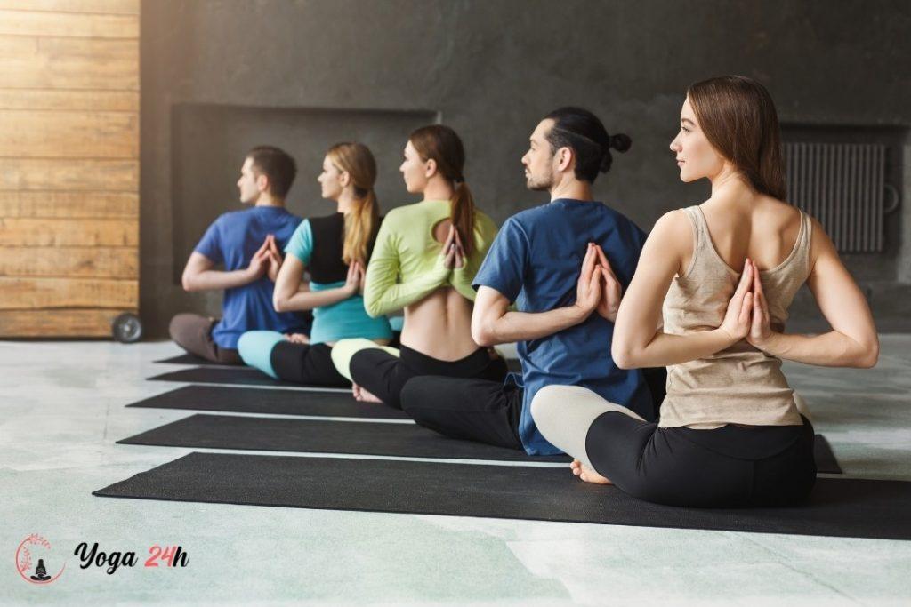tập ở trung tâm yoga