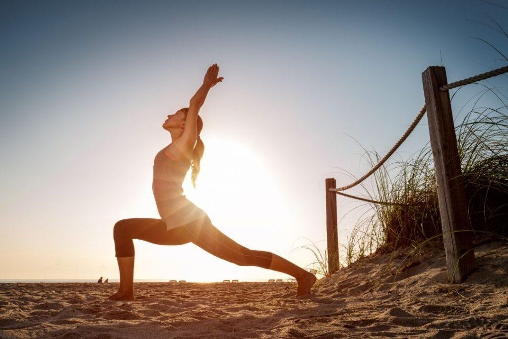 tập yoga vào buổi sáng